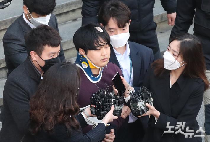 """""""박사방 범행 헤아릴 수 없어""""…조주빈에 징역 15년 추가 구형"""