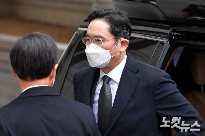 """""""정상 경영활동"""" 이재용 '불법승계 재판' 1심 전략 바뀔까"""