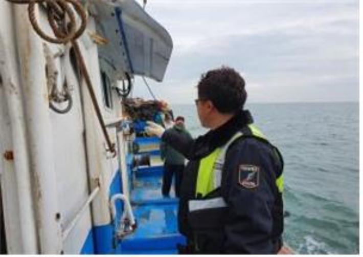 전북도, 경계 넘어 불법 조업 어선 적발
