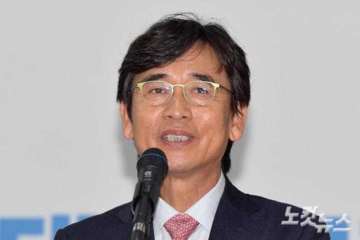 """유시민 """"검찰 계좌 열람 의혹 사실아냐…머리숙여 사과"""""""