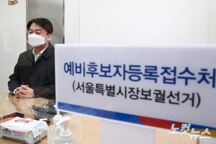 """안철수, '기호4번' 후보 등록 후 단일화 압박…김종인 """"뚱딴지"""""""