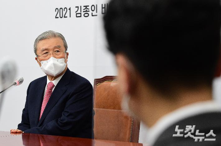 """김종인 """"일주일이면 단일화…安, 몸 달아해 안타깝다"""""""