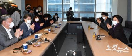 인피니트헬스케어 임직원들과 만나는 박영선