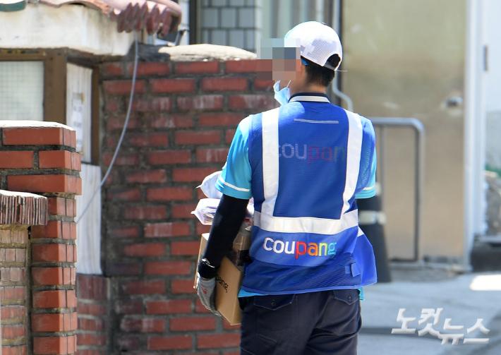 쿠팡, 계약직 배송직원에도 주식 배당한다…1인당 200만원