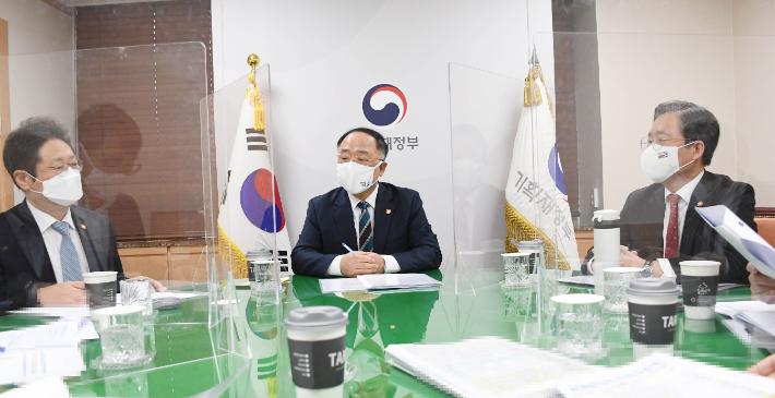 정부, '4차 재난지원금' 추경안 다음 달 4일 국회 제출