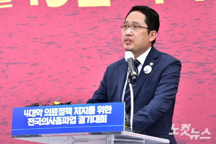 """[이슈시개]의협은 '백신 보이콧'…병원장들은 """"접종할 것"""""""