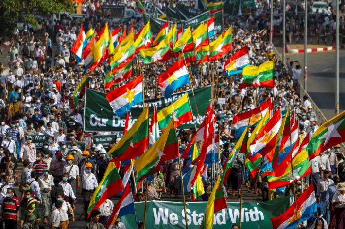 미얀마 군정 지지세력 등장…반대세력과 거리 충돌