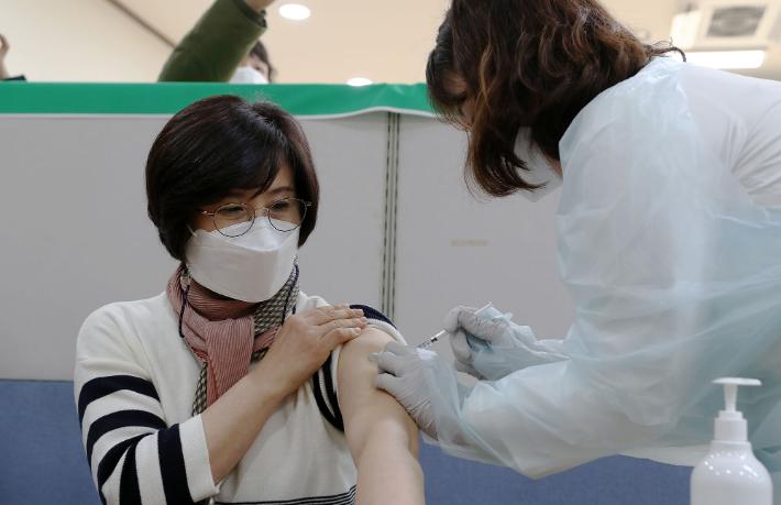 대전·세종·충남 1천700여명 코로나19 백신 접종
