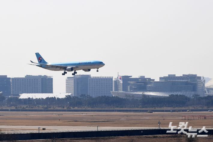 위기의 항공산업…공항사용료 감면 연장, LCC엔 추가 금융지원 검토