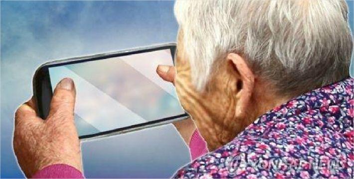 코로나로 5·60대 인터넷뱅킹·쇼핑 이용률 급증…70대 메신저 사용도 '쑥'
