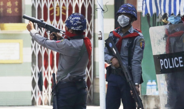 미얀마 경찰 총격에 시위대 최소 8명 사망