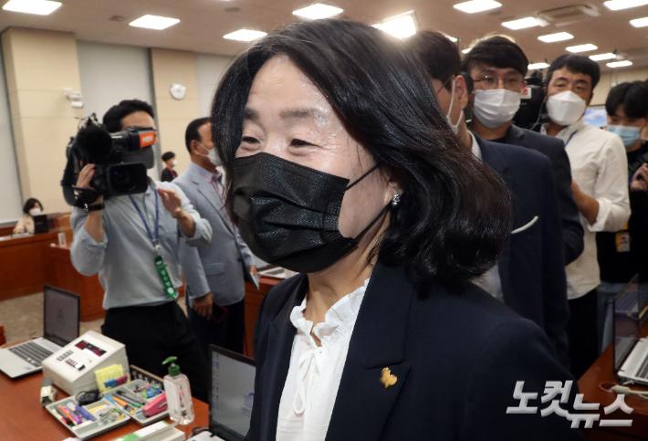 윤미향 재판, 공준기일 두 달 뒤 끝날 듯…반년째 공전