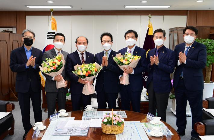 경남도의회 의장, 재·보선 당선 도의원 축하