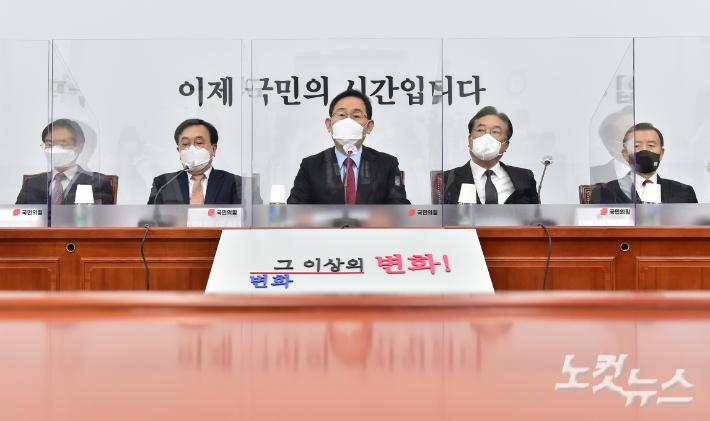 """""""김종인, 마시던 물에 침을""""…국민의힘 중진의 백가쟁명"""