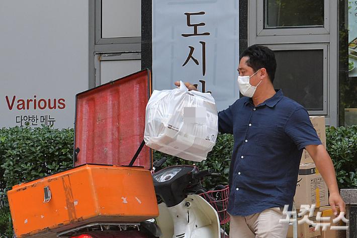 코로나19, 포장·배달업 상표출원 늘고 방문·외식업 정체