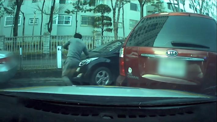 순찰차·주차 차량 들이받고 도주…잡고보니 무면허·음주운전