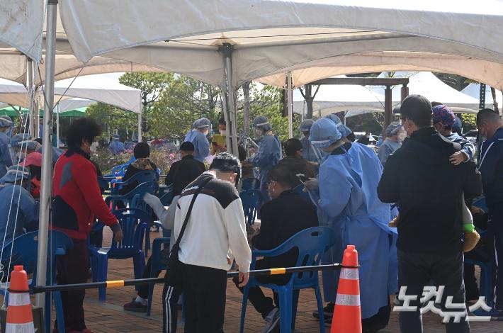 강릉 주문진發 연쇄감염 확산…일주일 동안 49명 속출