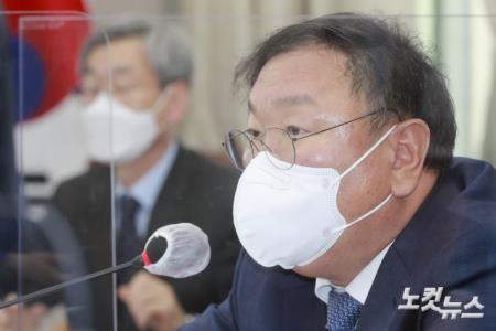 발언하는 김태년 운영위원장