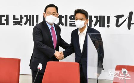 국민의힘 찾은 이철희 청와대 신임 정무수석