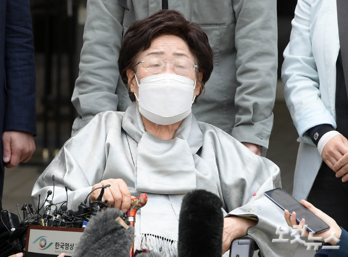 """이용수 할머니 """"ICJ가 '위안부 국제법 위반' 확인해주길 기대"""""""