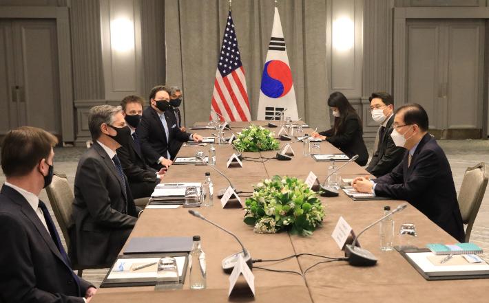 한미 외교장관, 런던 회담서 美대북정책 검토 결과 공유