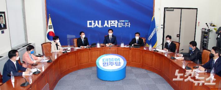 민주당 지도부, '검수완박' 속도조절 두고 충돌하나