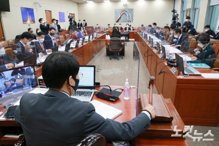 낙마 압박·진땀 해명…30번째 야당 패싱 장관 나올까
