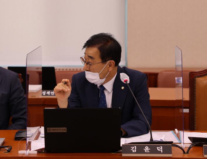 김윤덕 의원, 전직 대통령 사면 시기상조