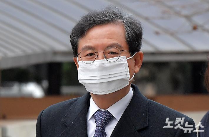 '라임 로비' 의혹 윤갑근 전 고검장 징역 3년 선고