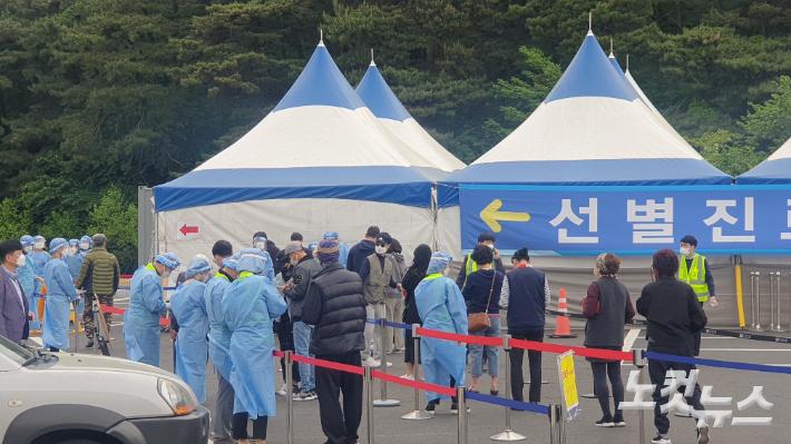 강릉서 외국인노동자 3명 추가 확진…8일간 76명 집단감염