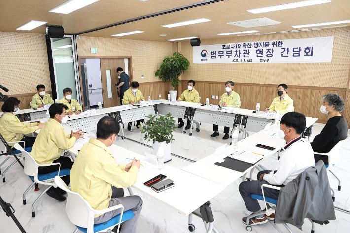 """이용구 차관 """"강릉 외국인 집단감염  극복할 수 있을 것"""""""