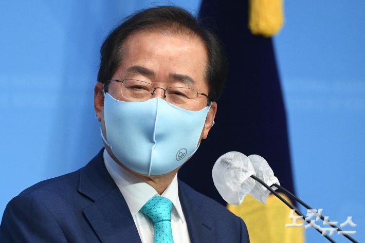 """[노컷브이]""""도로 한국당이냐"""" VS """"왜 안되냐"""" 홍준표 복당 논란"""