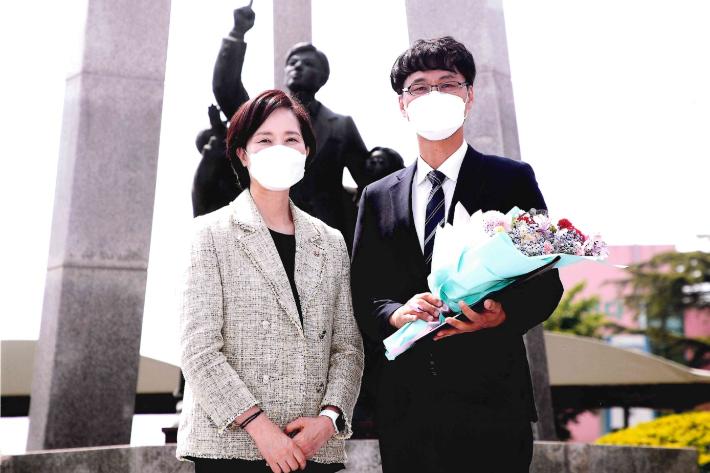 보호종료아동에서 '대한민국 스승'으로…이성남 교사