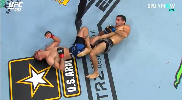 힐훅까지 참고 버텼지만…UFC 퍼거슨, 다리우쉬에 판정패