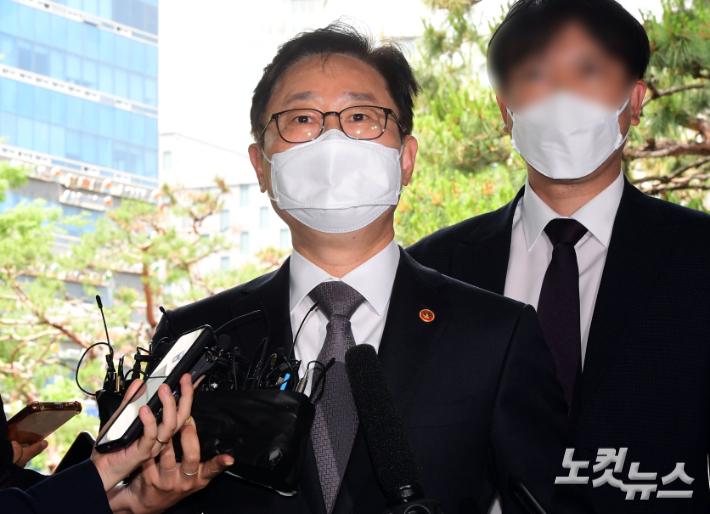"""박범계, 현직 법무장관으로 피고인 석에…""""민망한 일"""""""