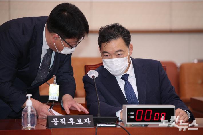 김오수 아들 국책연구기관 '부정채용' 의혹, 경찰 수사