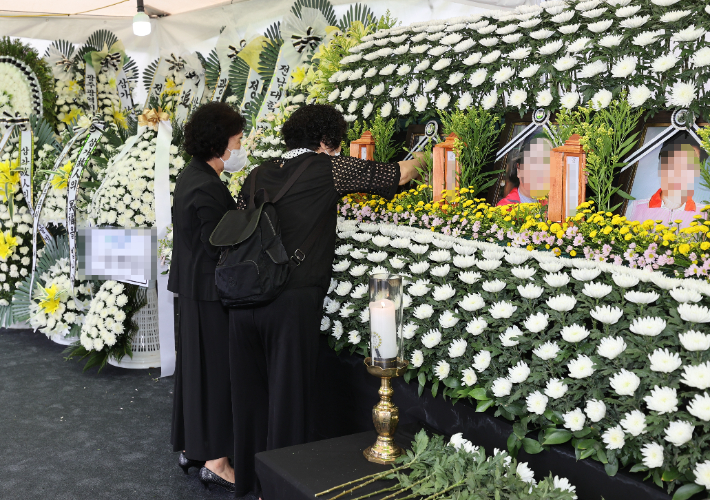 '광주 건물 붕괴' 합동분향소 희생자 '애도 물결'