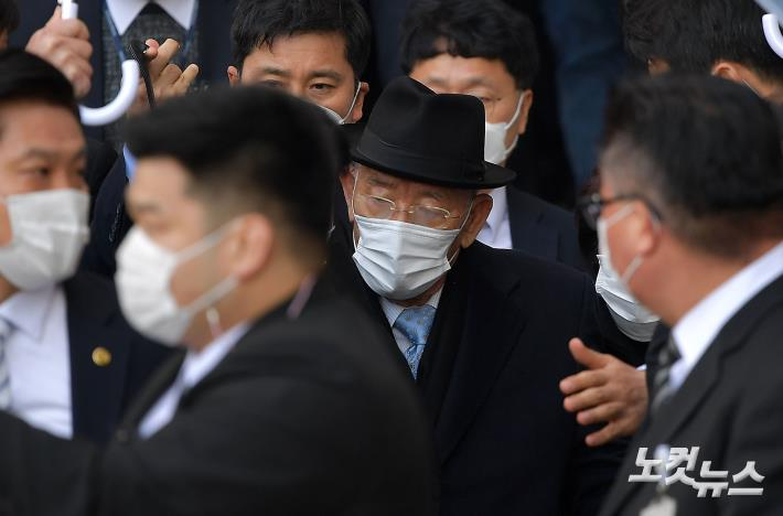 전두환 불출석 전망 속 14일 항소심 재판 시작