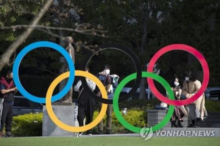 도쿄올림픽박물관 앞의 오륜조형물. 연합뉴스