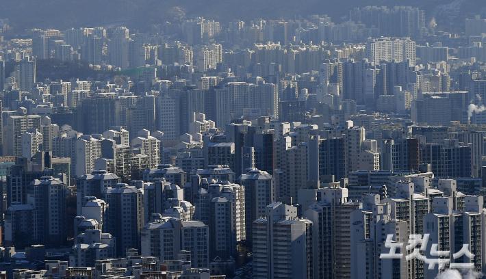 서울 아파트 매맷·전셋값 상승폭 확대…재건축 신고가 이어져