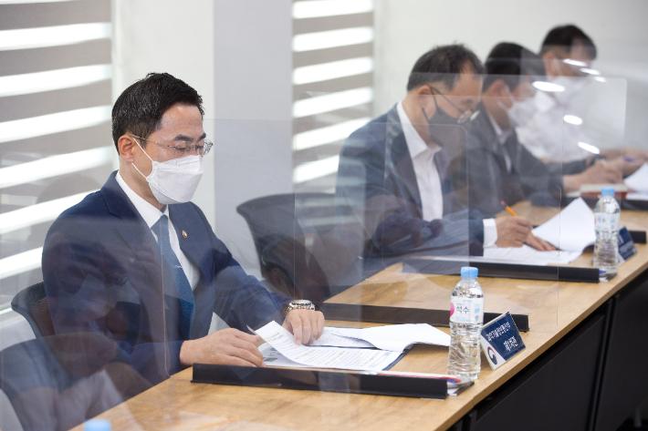 """""""우주산업 중장기 전략 필요""""…과기부, 민간 TF 회의 개최"""
