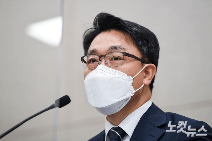 공수처장, '윤석열 수사' 정면돌파 의지...정치적 파장은 계속