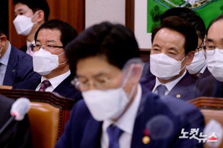 국토위 현안보고 출석한 임택 광주 동구청장-권순호 HDC현대산업개발 대표