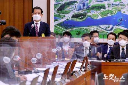 국토위 현안보고 출석해 광주 건물붕괴 사고 질의받는 권순호 HDC 현산 대표