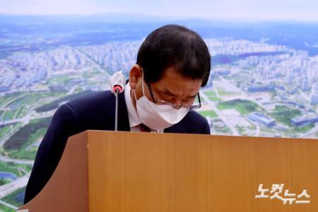 광주 건물붕괴 사건 피해자 향해 고개숙인 권순호 HDC현대산업개발 대표이사
