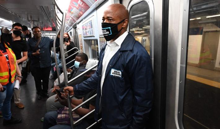 총기 반대 뉴욕시장 후보 자원봉사자 흉기 피습