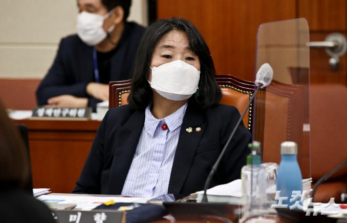'정의연 의혹' 윤미향 정식재판 다음달 시작…기소 11개월 만