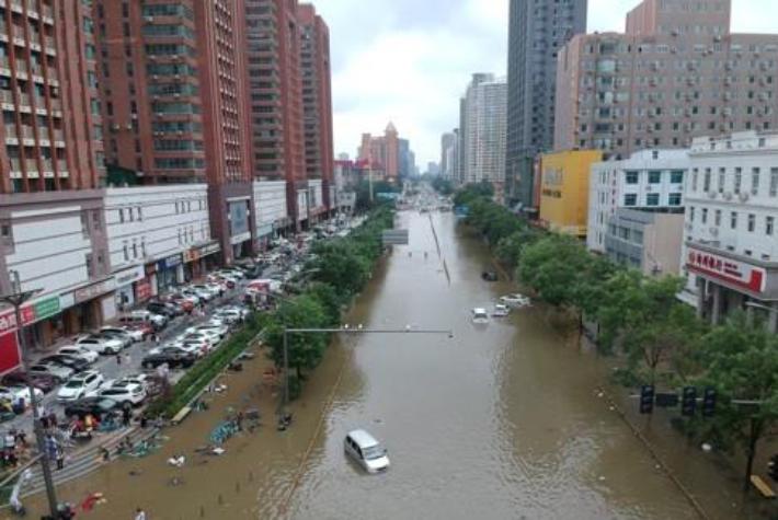 지난 21일 폭우로 물에 잠긴 중국 허난성 정저우시. 연합뉴스