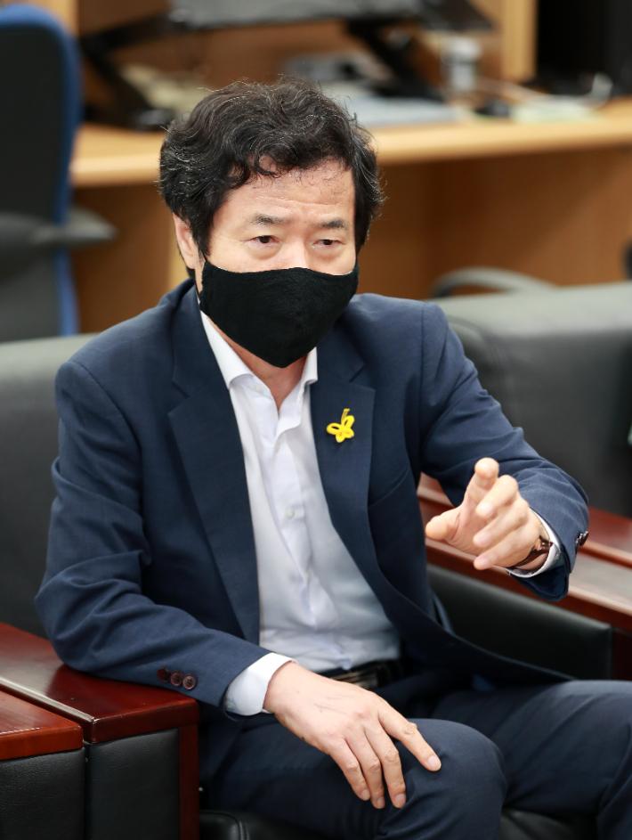 김승환, '박근혜 국정원 사찰' 前청와대 비서실장-국정원장 檢고소