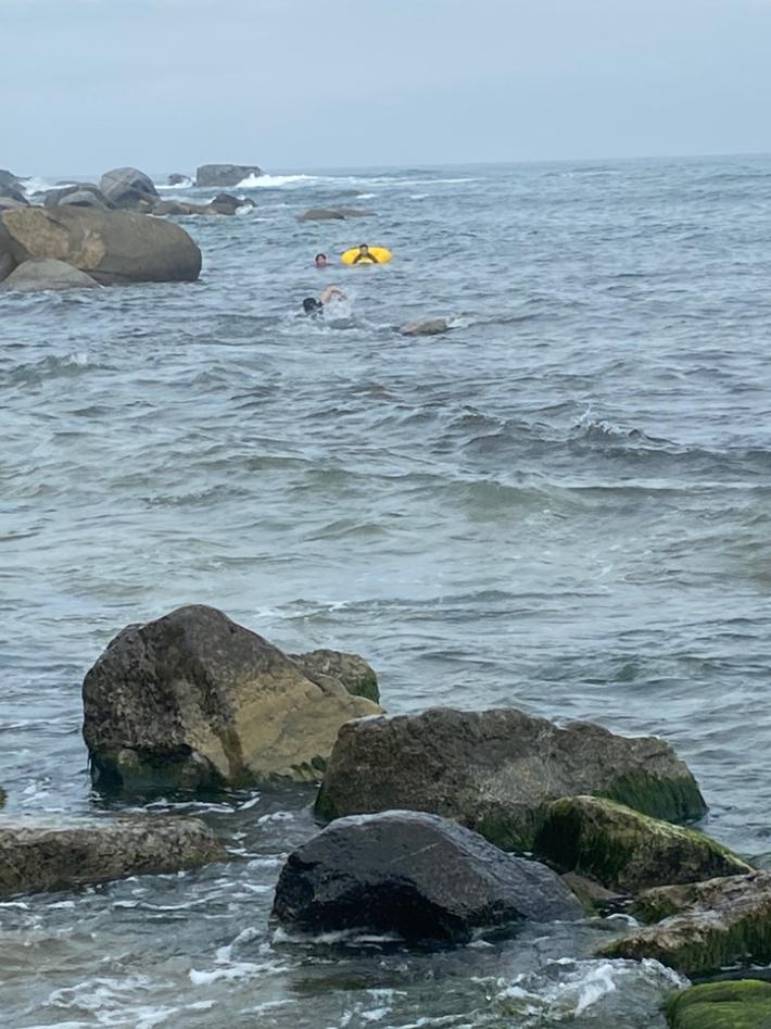 해양경찰 교육생과 수상안전요원이 표류하던 초등생 구조